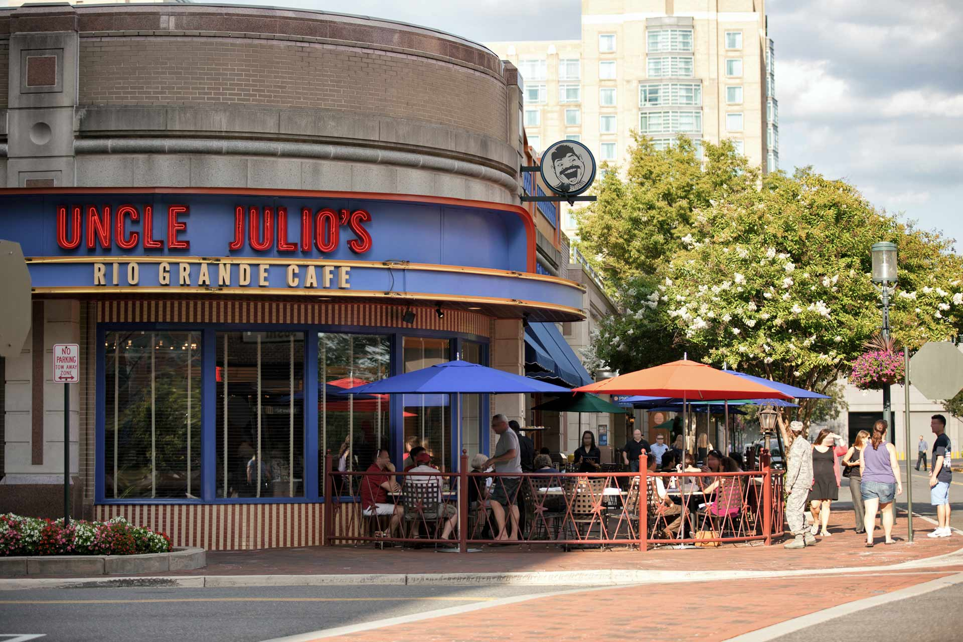 Uncle Julio's storefront and outdoor dining